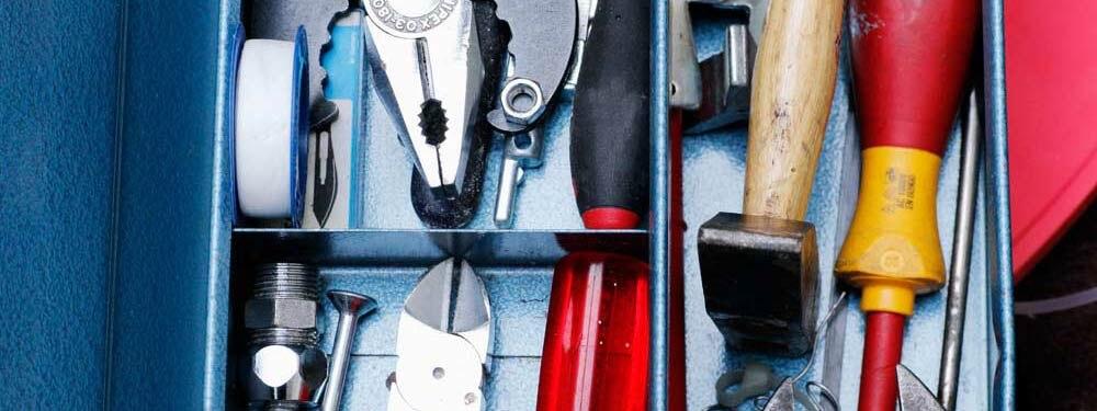 Webseiten gestalten mit Wordpress. Das Bild zeigt einen gut sortierten Werkzeugkoffer. Copyright Sonja Möschter